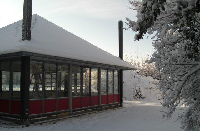 kleurrijk_theehuis_sneeuw